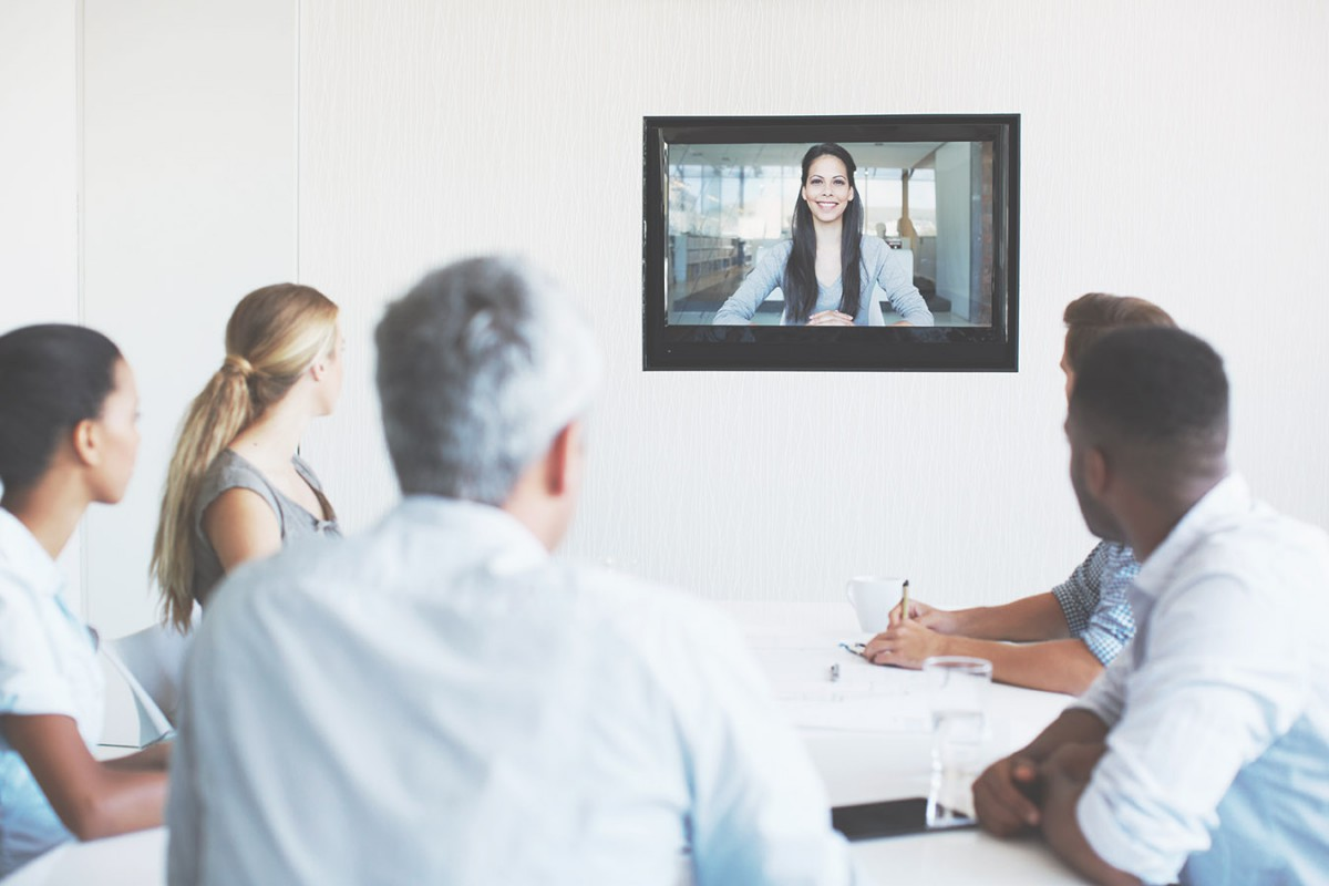 arkadin_product-Businesspeople-having-a-video-conference  arkadin_product-Meeting-long-distance